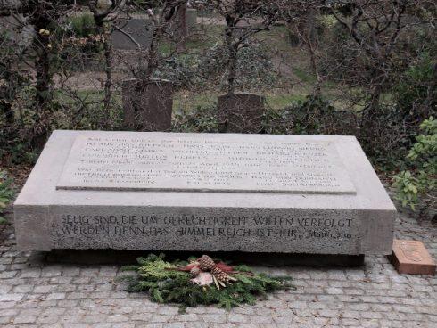 Gedenkstein im restaurierten Zustand