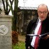 Dr. Christoph Markschies (ev. Theologe) spricht während der Übergabe am 22. November 2013 am Grab Neanders